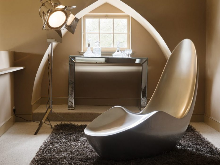 Caillou Chaise in Chrome