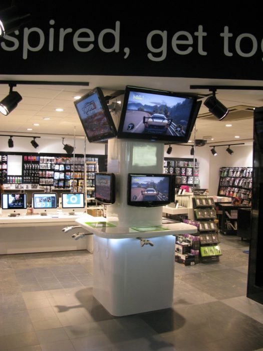 HMV - Tower - Xbox / Playstation